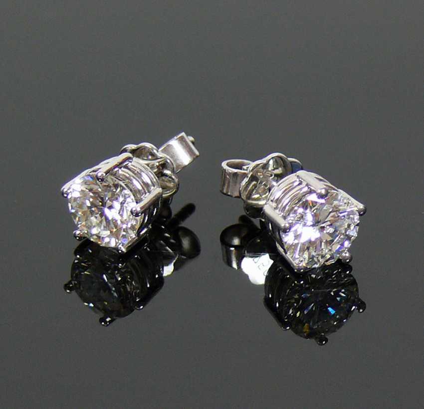 Pair of brilliant earrings - photo 1