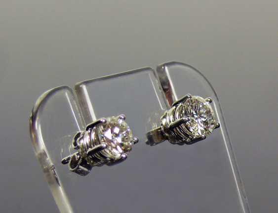 Pair of brilliant earrings - photo 3
