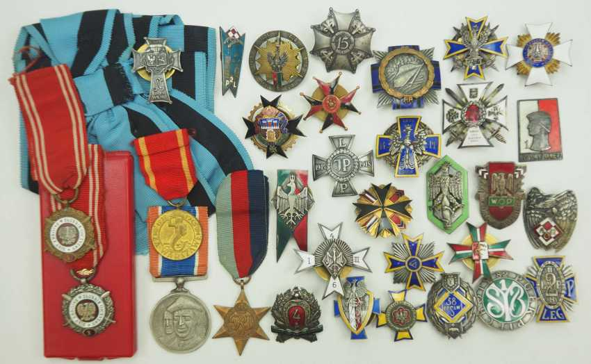 Poland: Collection of 27 regimental badges. Various - photo 1