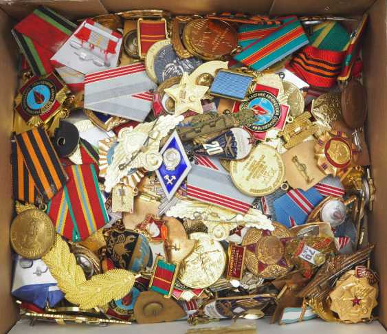 Soviet Union: Lot of awards and badges. Extensive treasure trove. Condition: II - photo 1