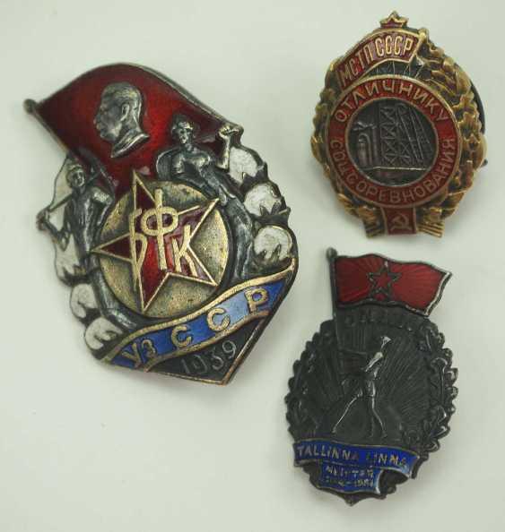 Soviet Union: Lot of 3 enameled badges. Various - photo 1