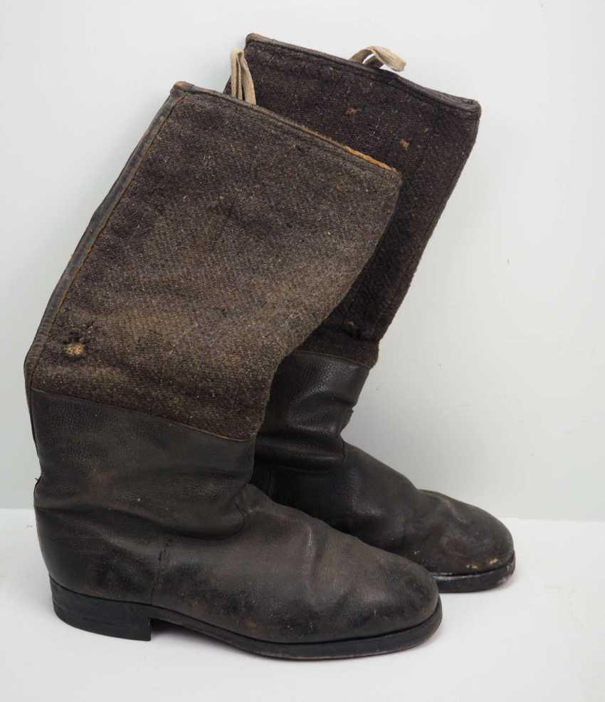 Soviet Union: pair of boots. Black leather - photo 1