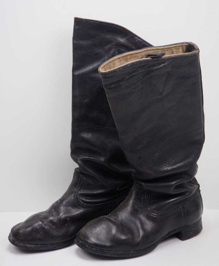 Soviet Union: Black pair of leather boots. Black leather - photo 1