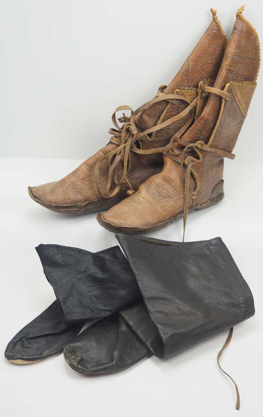 Caucasian: pair of boots. Soft brown leather - photo 1