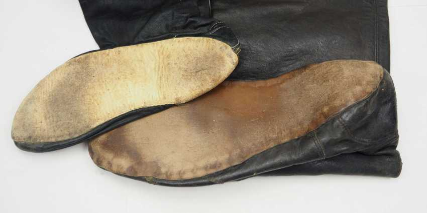 Caucasian: pair of boots. Soft brown leather - photo 2