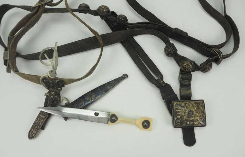 Caucasian: belt with ornamental kinjal. Leather belt with metal fittings decorated with niello - photo 1