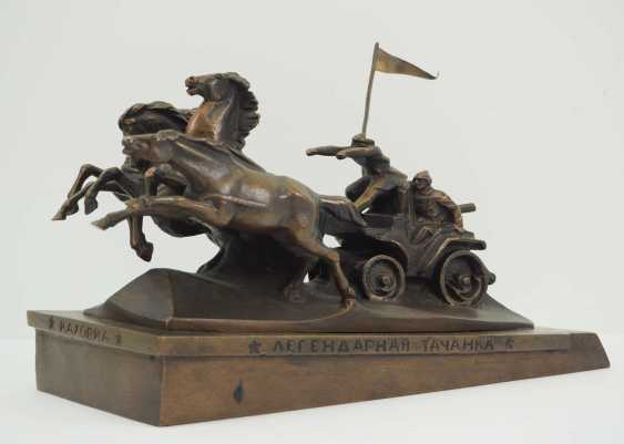 Soviet Union: Miniature memorial of the legendary Tatschanka (Kachowka). Red / bronze cast - photo 1