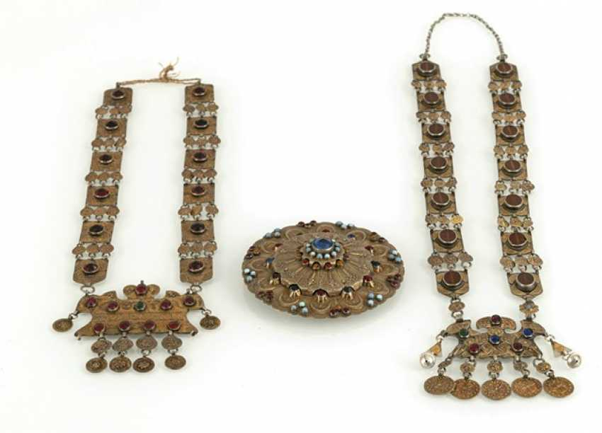 Two silver, partially fire-gilded chains and a round jewelry pectoral - photo 2