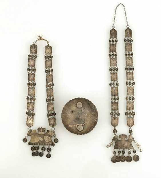 Two silver, partially fire-gilded chains and a round jewelry pectoral - photo 3