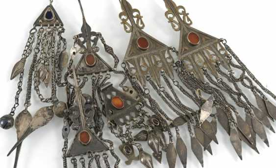Group of nine pieces of jewelry, some with stone inlays - photo 3
