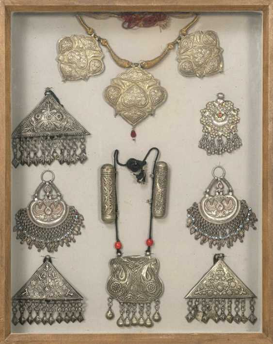 Large group of Jewelry, collars, pendants, etc. Earrings, mostly made of silver - photo 1