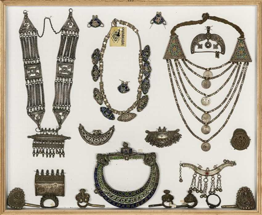 Large group of Jewelry, collars, pendants, etc. Earrings, mostly made of silver - photo 2
