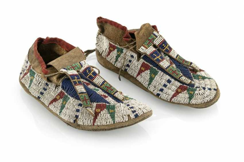 Pair of fine leather moccasins with pearl embroidery - photo 1