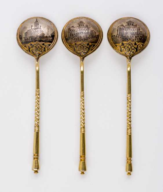 THREE GOLD-PLATED SILVER NIELLO SPOONS WITH CHURCH AND PALACE VIEWS - photo 1