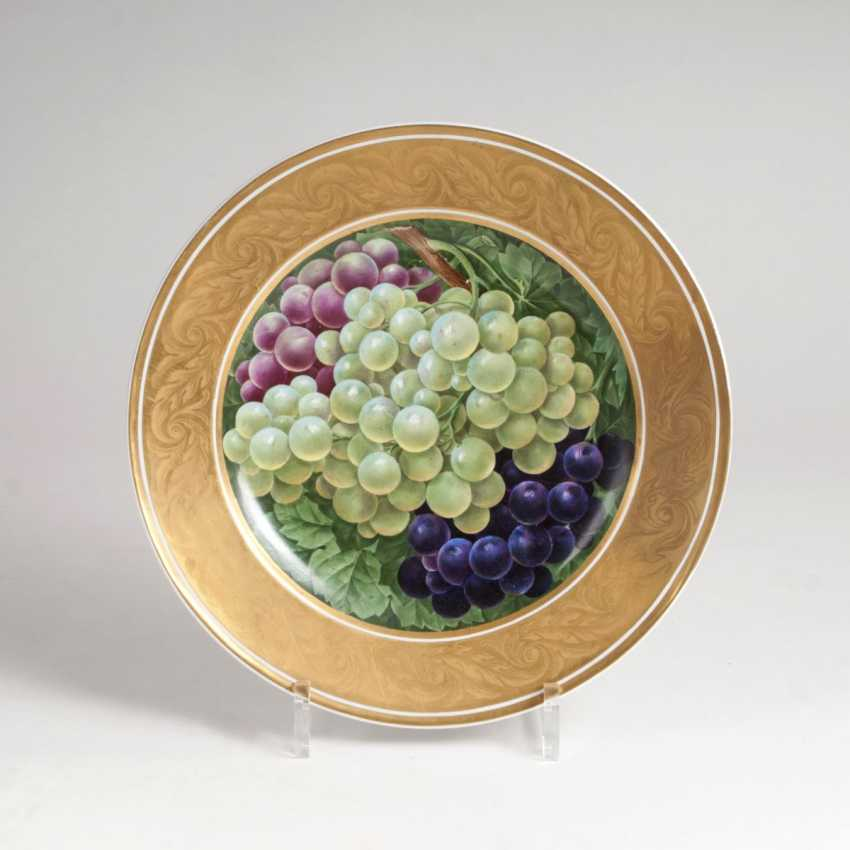 Dishes with opulent wine grapes decor - photo 1