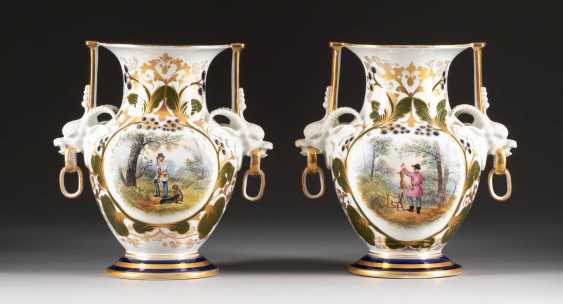 PAIR OF VASES WITH HUNTERS Russia - photo 1