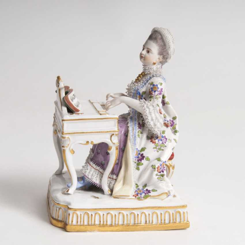 Porcelain figure 'lady at the spinet' - photo 1