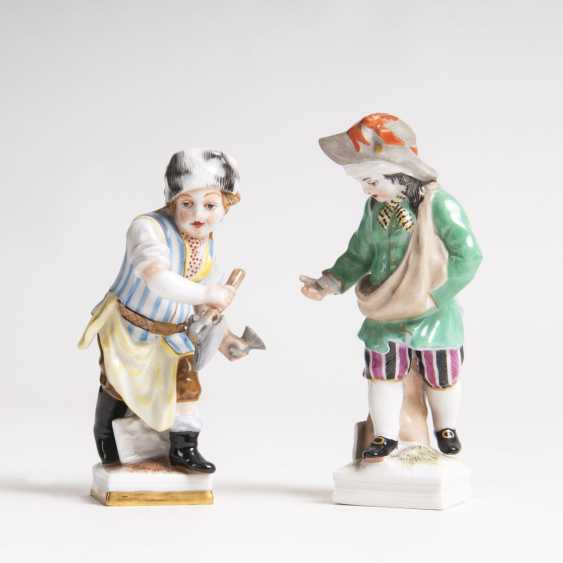 Pair of porcelain-month figures 'February' and 'April' - photo 1