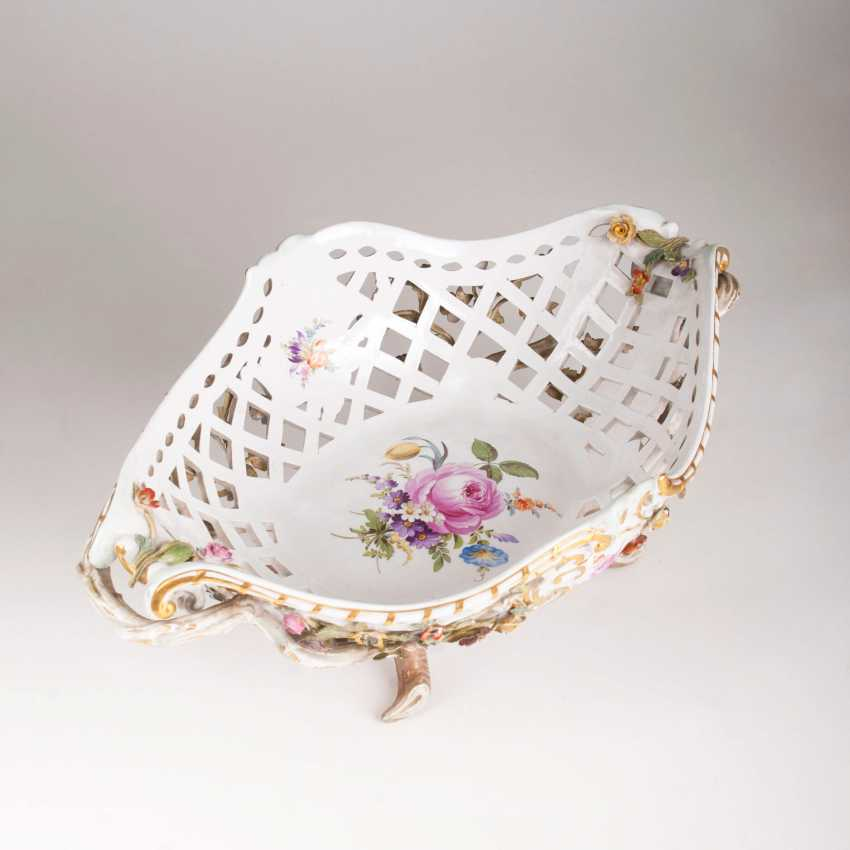 Great breakthrough basket with plastic flowers decor - photo 2