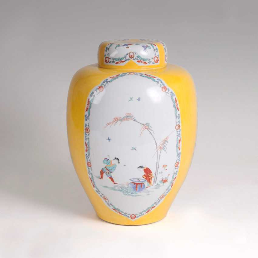 Large lidded vase with 'Shiba Onko pattern and yellow rear - photo 2
