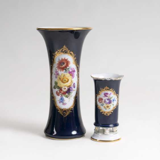 Two porcelain vases with cobalt-Fund-and-flower painting - photo 1