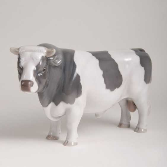 Porcelain Animal Figure 'Bull' - photo 1