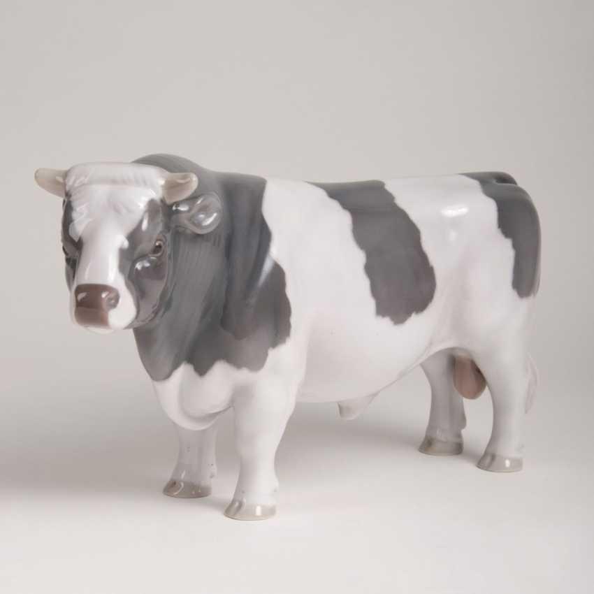 Porcelain Animal Figure 'Bull' - photo 1