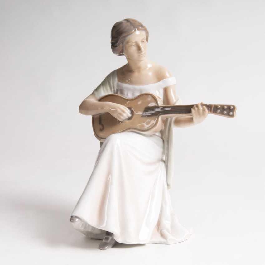 Ingeborg Plockross-Irminger (Frederiksberg 1872 - Copenhagen, 1962). Porcelain Figure, 'The Guitar Player' - photo 1