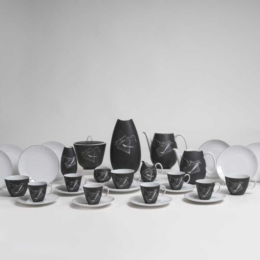 Raymond Loewy (Paris 1893 - Monaco 1986). Porzellan-Teilservice 'Papageno' - photo 1