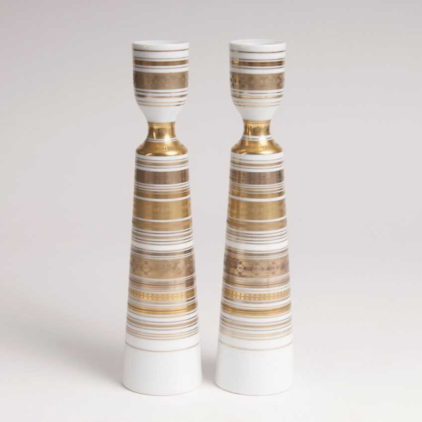 Björn Wiinblad (Copenhagen, 1918 - Lyngby 2006). Pair of porcelain candle holders from the series 'Quatre couleurs' - photo 1
