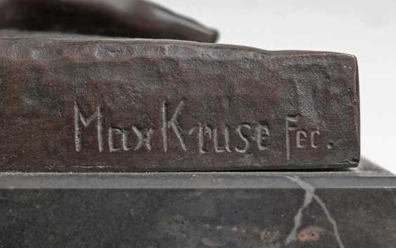 Carl Max Kruse (Berlin 1854 - Bad Kösen 1942). Bronze sculpture, 'the victory of the messenger of Marathon' - photo 3