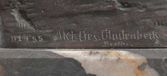 Carl Max Kruse (Berlin 1854 - Bad Kösen 1942). Bronze sculpture, 'the victory of the messenger of Marathon' - photo 4