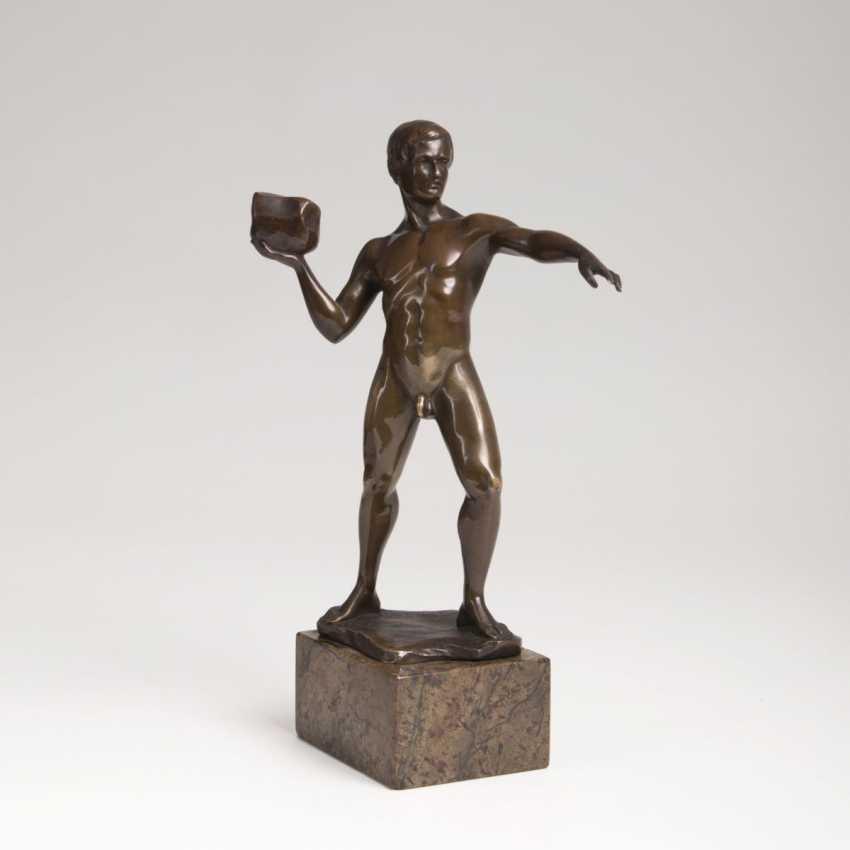 Hans Keck active around 1925. Bronze Sculpture 'Stone Thrower' - photo 1