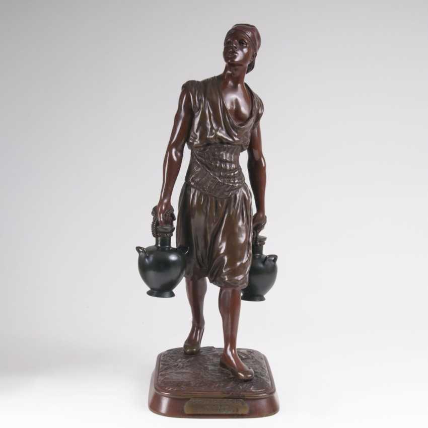 Marcel Debut (Paris 1865 - 1933). Bronze Sculpture 'Tunisian Water Carrier' - photo 1