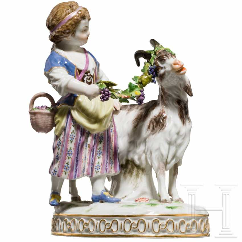 Fine porcelain group girl with goat, Meissen, 19th century - photo 2