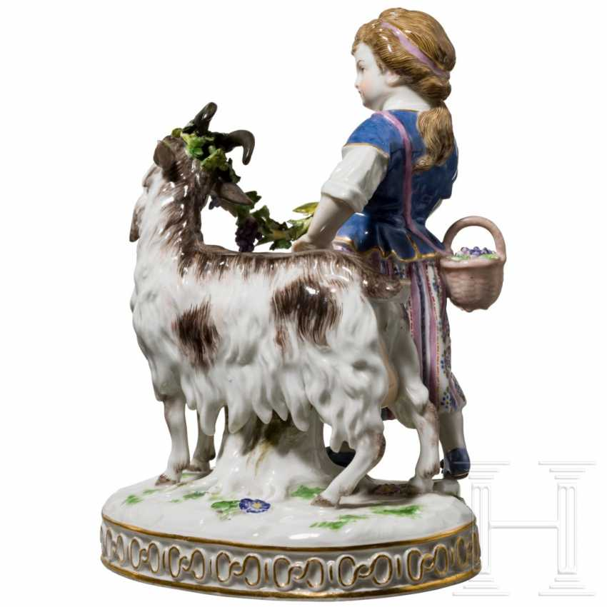 Fine porcelain group girl with goat, Meissen, 19th century - photo 3
