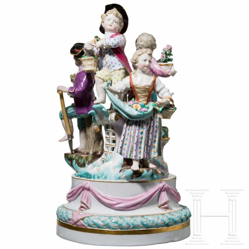 Small surtout de table in the form of a Louis XVI garland with gardeners' children, Meissen, 19th century - photo 1