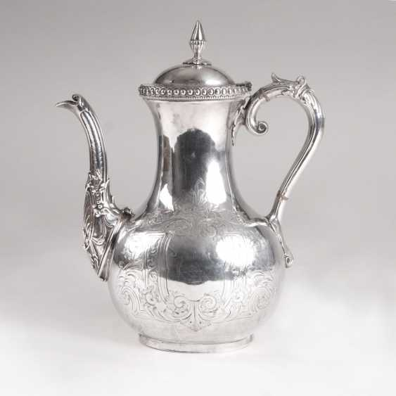 John Harrison founded in 1833, Sheffield. English coffee pot with floral engraving - photo 1
