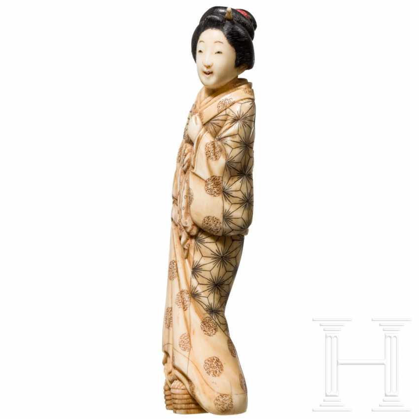 Okimono einer Geisha, Japan, Meiji- / Taisho-Periode - photo 2