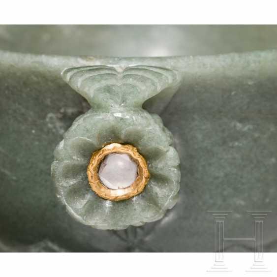 Gold and diamond inlaid jade vessel, India, 20th century - photo 4