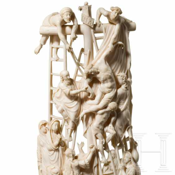 Impressive large ivory group depicting the Descent from the Cross, Dieppe, 18th century - photo 3