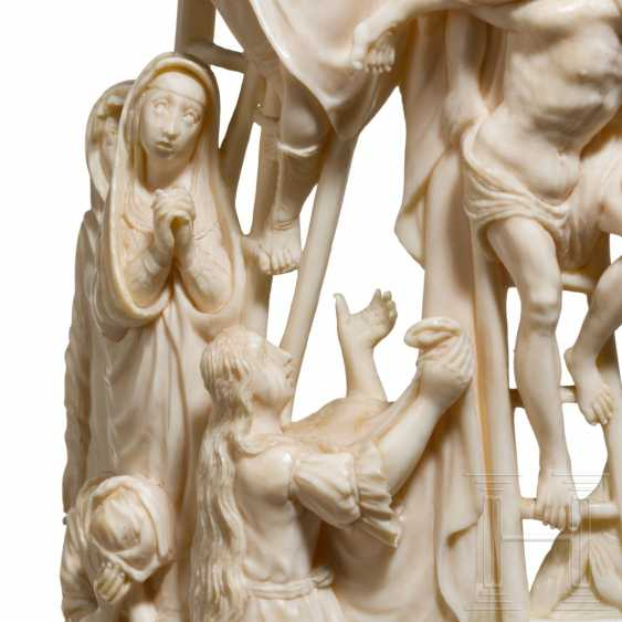 Impressive large ivory group depicting the Descent from the Cross, Dieppe, 18th century - photo 4