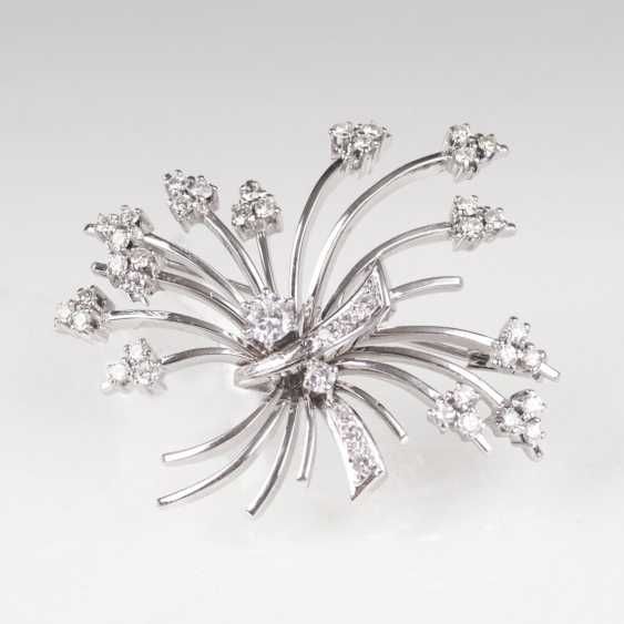 The Flower-Shaped Brilliant-Brooch - photo 1