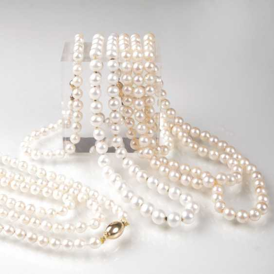 Three pearl necklaces and a pearl bracelet - photo 1