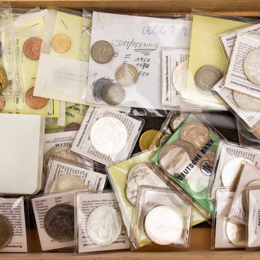 Mixed lot of coins and medals - photo 4