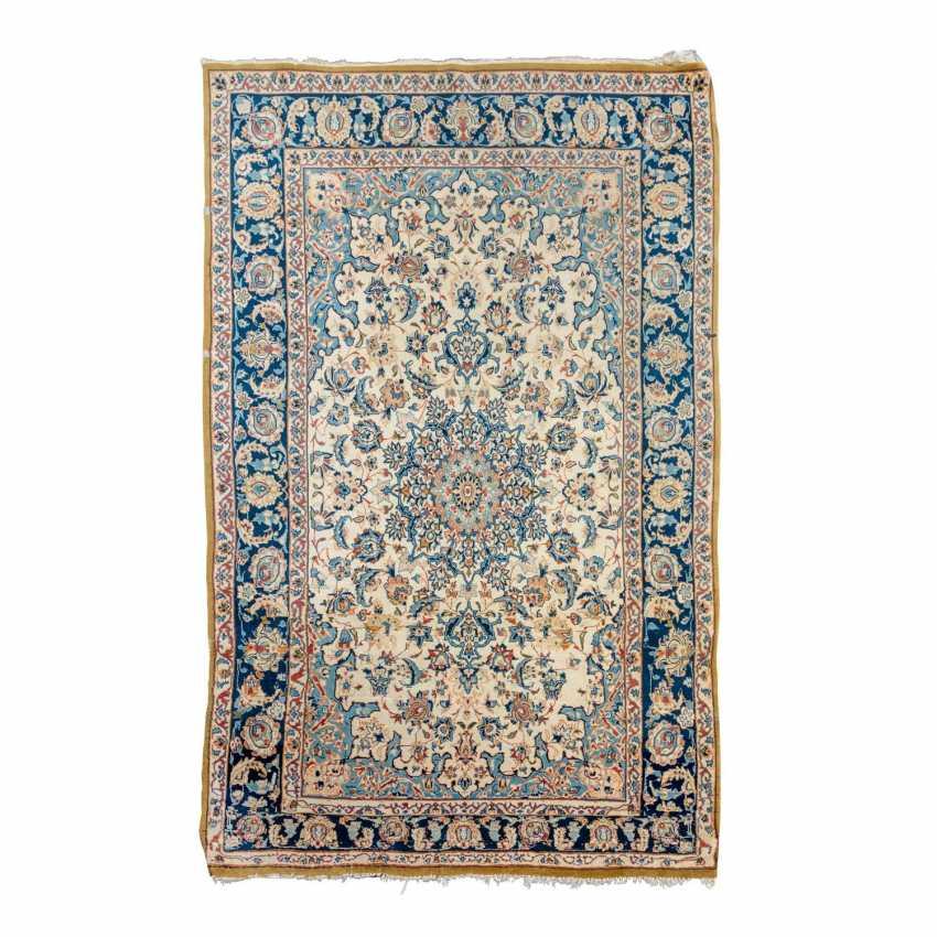 Oriental carpet. ISFAHAN / PERSIA, 20th century, 170x108 cm. - photo 1