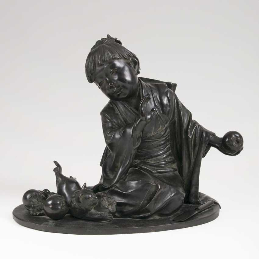 Japanese Bronze sculpture of 'child with a game of cat and Khaki fruits' - photo 1