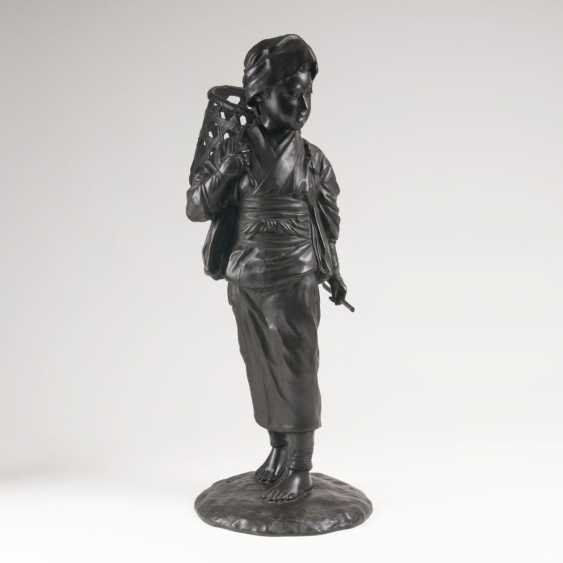 Japanese Bronze sculpture 'boy with basket' - photo 1