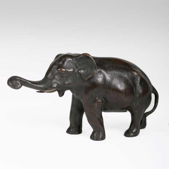 Japanese animal bronze 'of Young Asian elephant' - photo 1