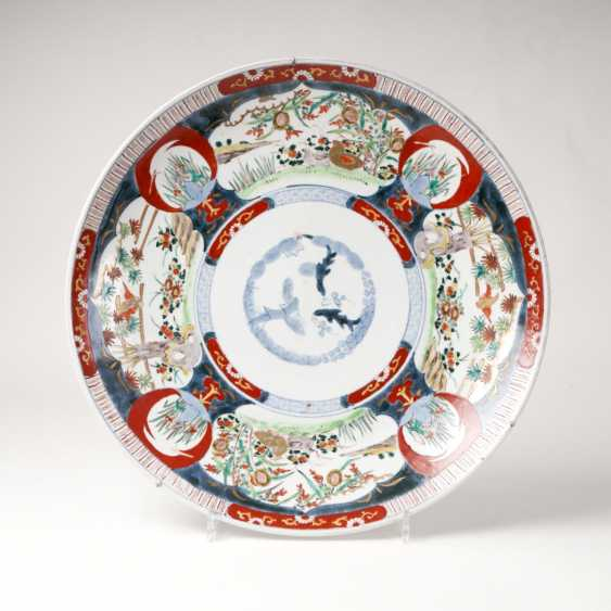 Large Imari bowl 'Three friends of winter' - photo 1